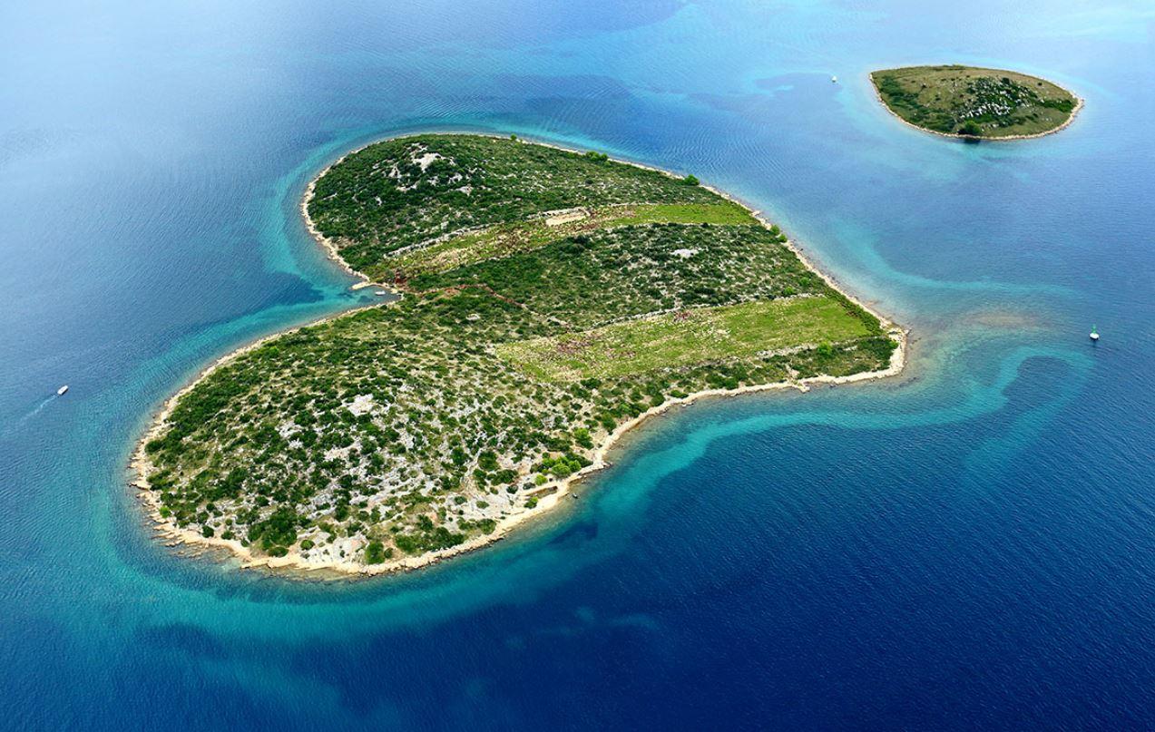 Okružní plavba ze Splitu přes NP Krka, Šibenik, Zadar, NP Kornati, Primošten, Vis, Biševo, Hvar, Stari Grad, Bol a návrat do Splitu.