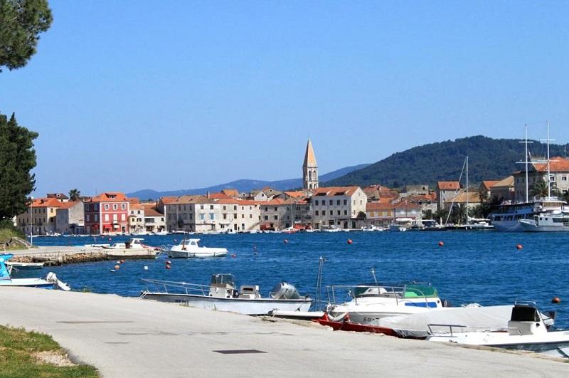 Okružní plavba ze Splitu přes města Stari Grad, Hvar, Korčula, DubrovnÍk, Mljet, Pučišću, Omiš a návrat do Splitu